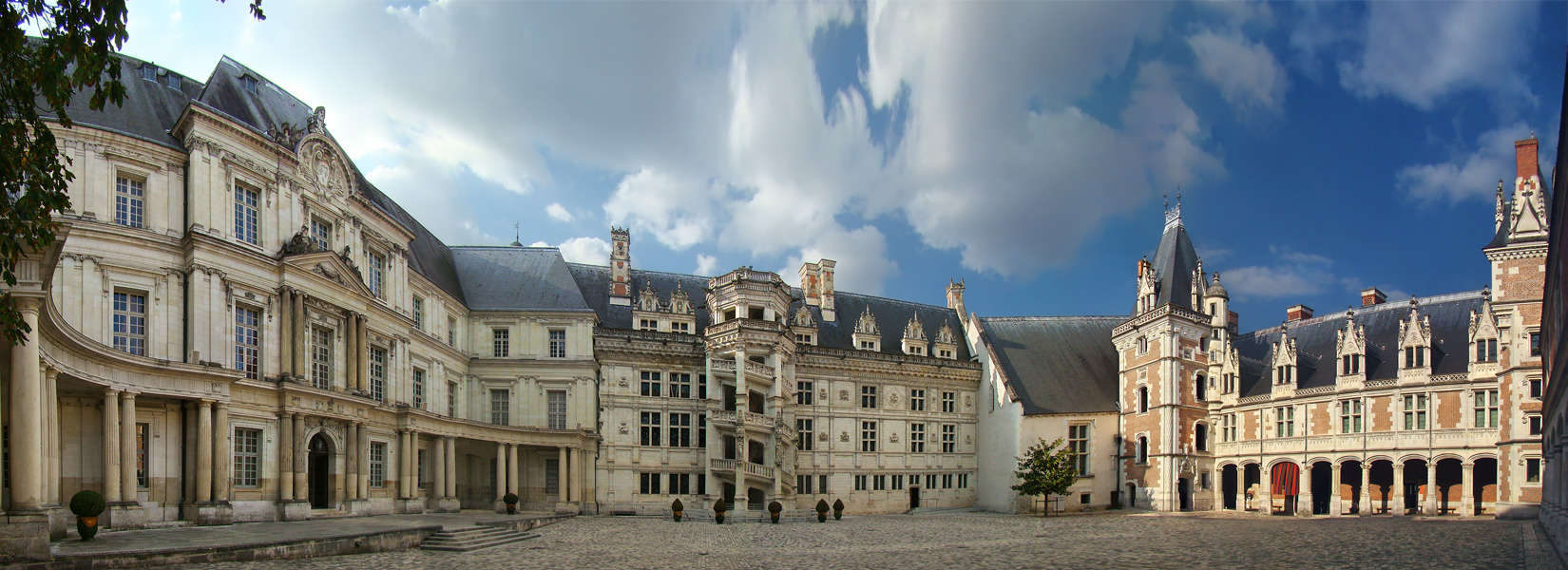 Façades of Château de Blois in Classic, Renaissance, and Gothic styles (from left to right)